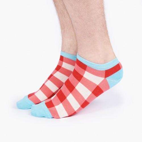 Цветные носки в красную клетку